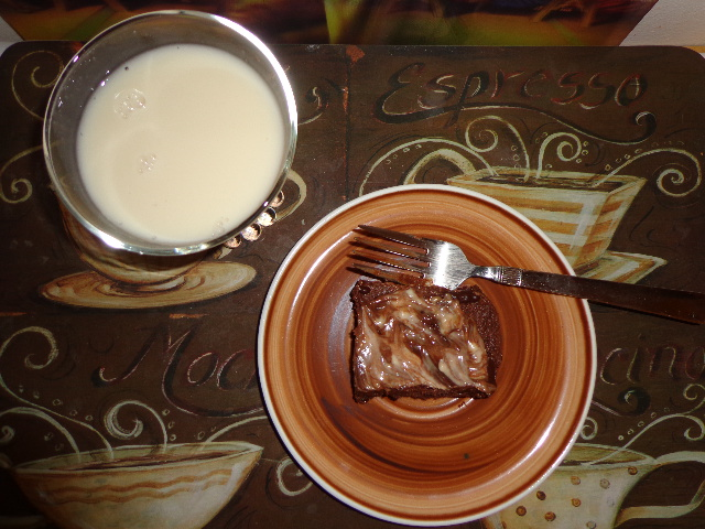 raw vegan brownies with nut mylk