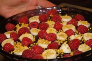 banana berries chocolate cake pie