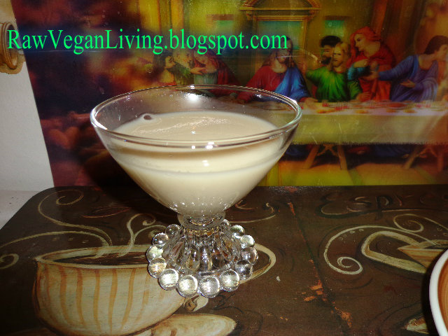almond_milk_glass_non_dairy